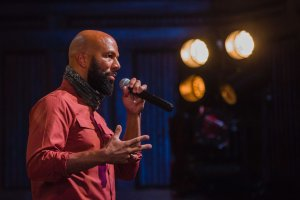 Crown Chakra Like A Chi-Town Opera: Common Destroys The Mic During L.A. Leakers Freestyle