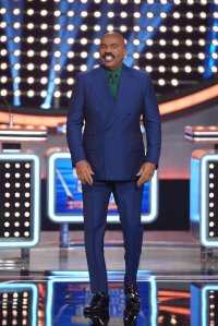 Steve Harvey Drops All-Green Outfit Pic, Twitter Reacts As One Can Expect